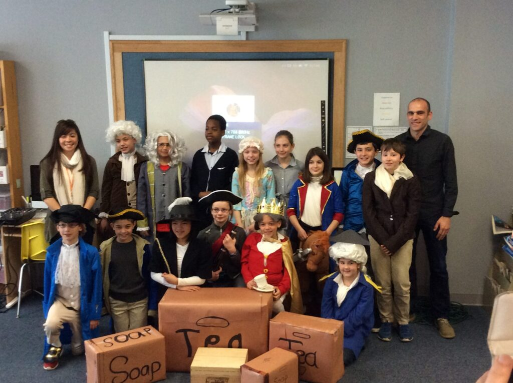 Students in Elementary in costume from the american revolution