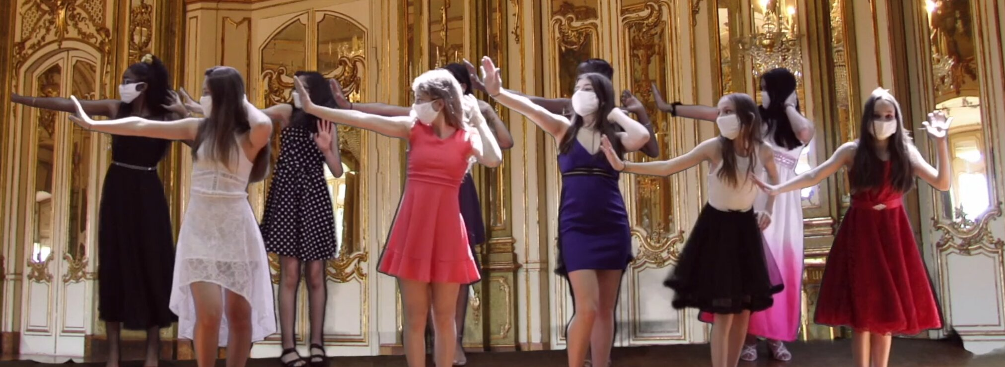 Girls wearing their dress and dancing over a fancy background on a scene from the musical Face a Face